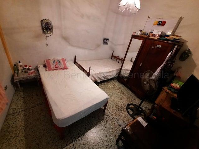 Casa Vargas>Catia La Mar>Ezequiel Zamora - Venta:45.000 Precio Referencial - codigo: 21-16335