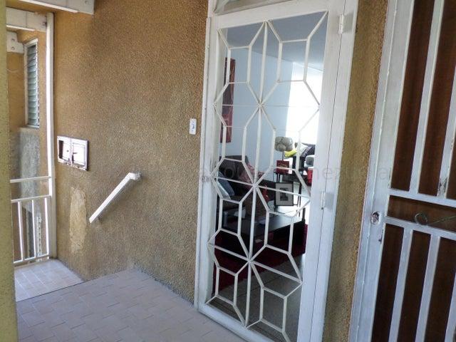 Apartamento Lara>Cabudare>La Mora - Venta:10.500 Precio Referencial - codigo: 21-16551