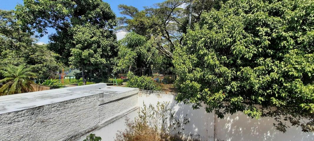 Casa Distrito Metropolitano>Caracas>La Floresta - Venta:290.000 Precio Referencial - codigo: 21-16955
