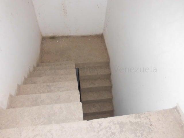 Townhouse Distrito Metropolitano>Caracas>El Hatillo - Venta:90.000 Precio Referencial - codigo: 21-16785