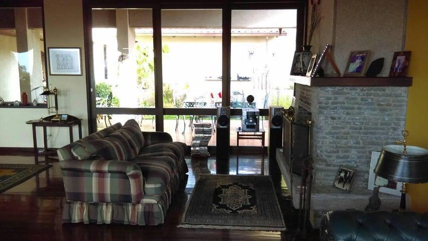 Casa Miranda>San Antonio de los Altos>Club de Campo - Venta:550.000 Precio Referencial - codigo: 21-16820