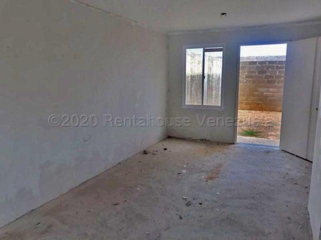 Townhouse Falcon>Punto Fijo>Puerta Maraven - Venta:17.000 Precio Referencial - codigo: 21-16991