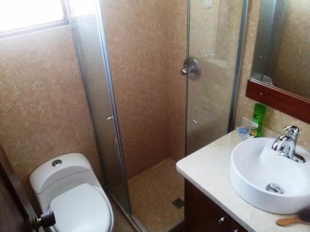 Casa Miranda>Los Teques>San Antonio - Venta:430.000 Precio Referencial - codigo: 21-16975