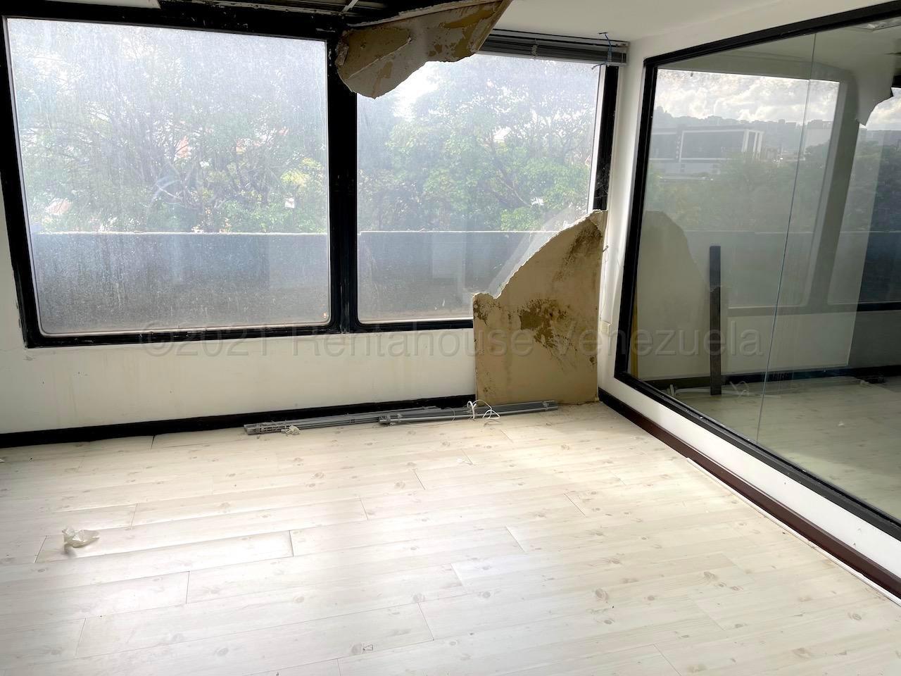 Oficina Distrito Metropolitano>Caracas>Chuao - Alquiler:450 Precio Referencial - codigo: 21-17010