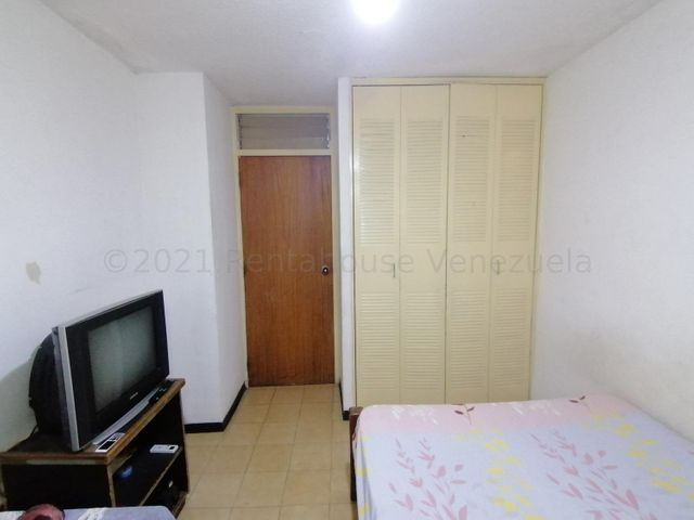 Apartamento Carabobo>San Joaquin>La Pradera - Venta:8.000 Precio Referencial - codigo: 21-16733