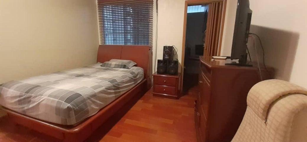 Apartamento Distrito Metropolitano>Caracas>El Marques - Venta:63.000 Precio Referencial - codigo: 21-17022