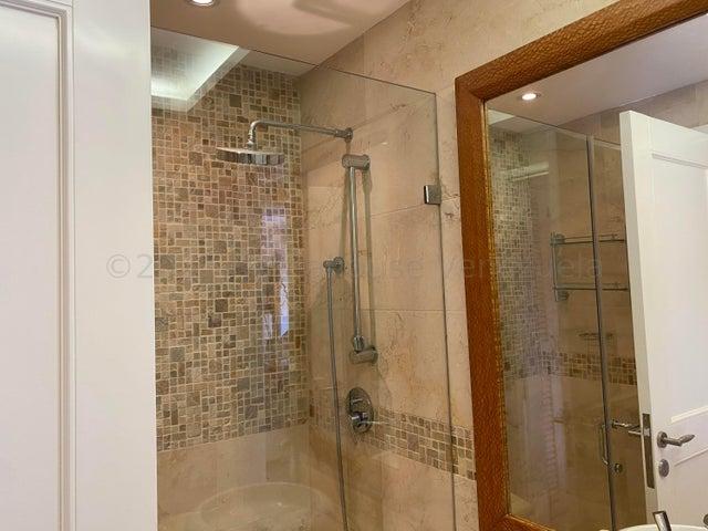 Apartamento Distrito Metropolitano>Caracas>Colinas de Valle Arriba - Venta:1.090.000 Precio Referencial - codigo: 21-18580
