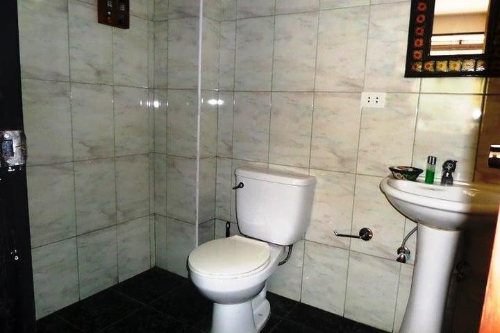 Casa Distrito Metropolitano>Caracas>Oripoto - Venta:70.000 Precio Referencial - codigo: 21-17193