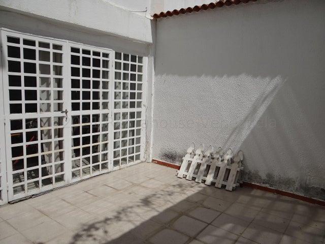 Townhouse Miranda>Guatire>El Castillejo - Venta:38.000 Precio Referencial - codigo: 21-17324