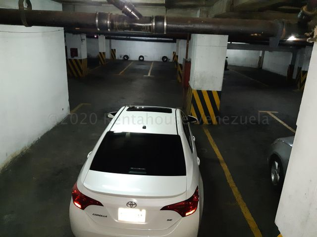Local Comercial Distrito Metropolitano>Caracas>Parroquia Altagracia - Venta:2.000.000 Precio Referencial - codigo: 21-17290