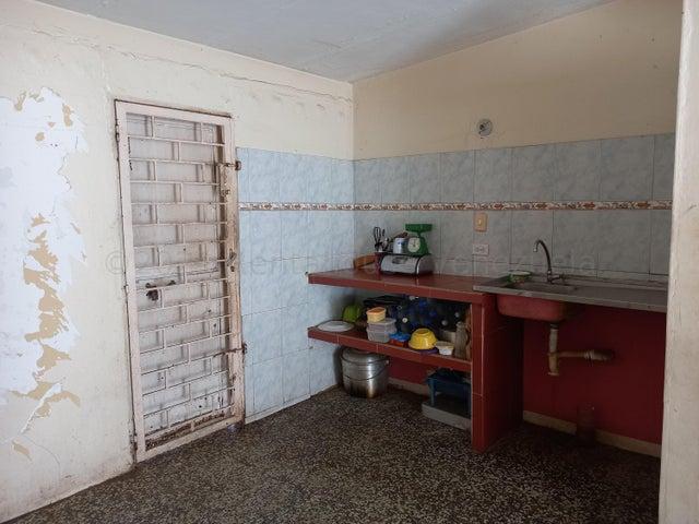 Casa Zulia>Maracaibo>San Jacinto - Venta:4.800 Precio Referencial - codigo: 21-17397