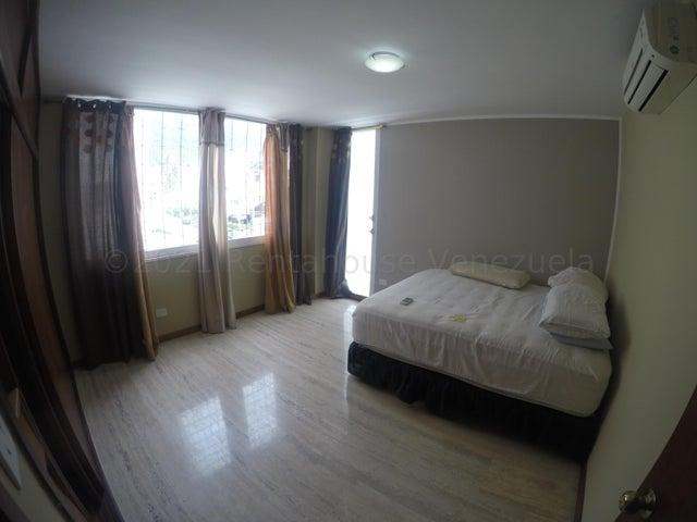 Apartamento Distrito Metropolitano>Caracas>Los Palos Grandes - Alquiler:1.500 Precio Referencial - codigo: 21-17673