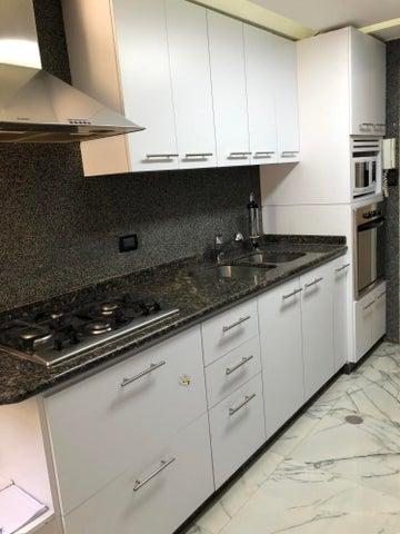 Apartamento Distrito Metropolitano>Caracas>Terrazas del Avila - Alquiler:500 Precio Referencial - codigo: 21-17723
