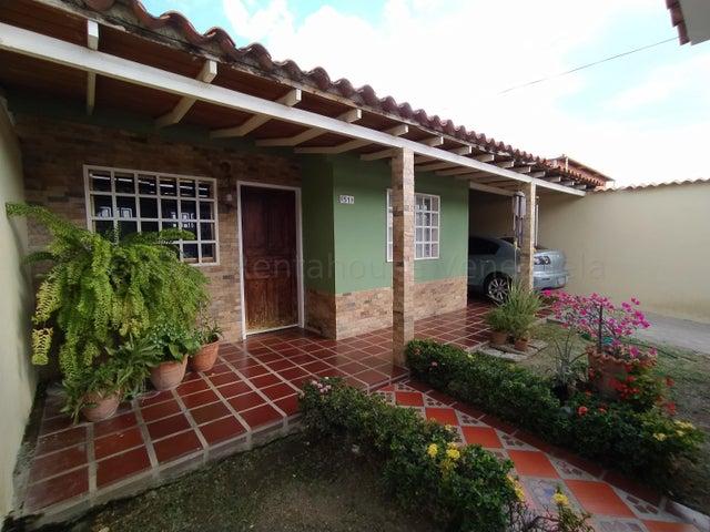 Casa Aragua>Turmero>Zona Centro - Venta:15.000 Precio Referencial - codigo: 21-17844