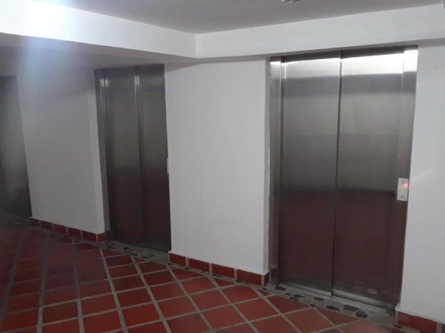 Apartamento Distrito Metropolitano>Caracas>Los Samanes - Alquiler:450 Precio Referencial - codigo: 21-18006