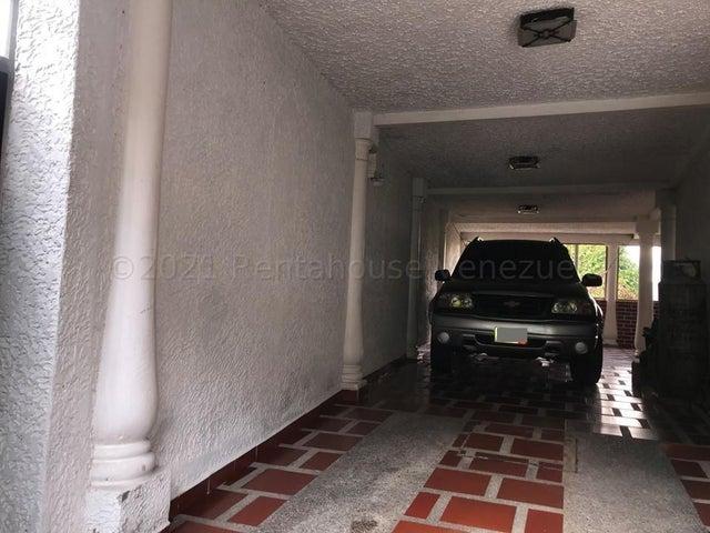 Casa Miranda>Los Teques>Los Teques - Venta:42.000 Precio Referencial - codigo: 21-17849