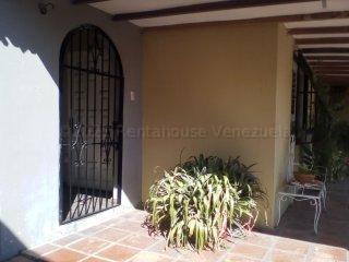 Casa Carabobo>Municipio Los Guayos>Paraparal - Venta:21.500 Precio Referencial - codigo: 21-17877