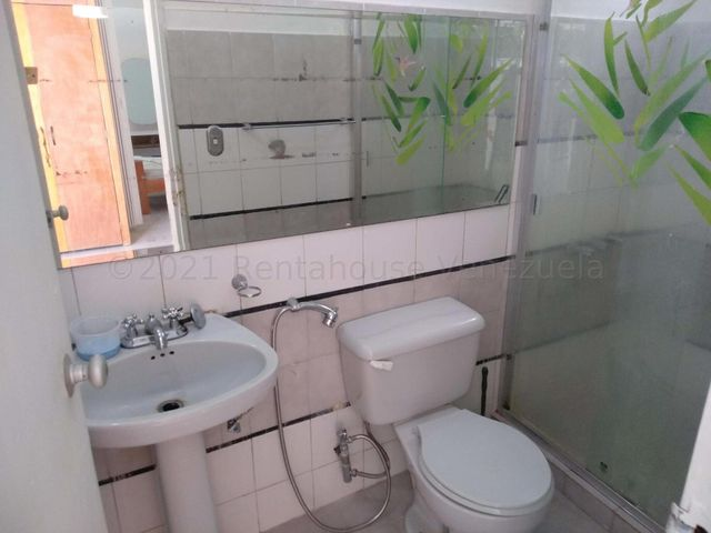 Anexo Distrito Metropolitano>Caracas>La Boyera - Alquiler:290 Precio Referencial - codigo: 21-3711