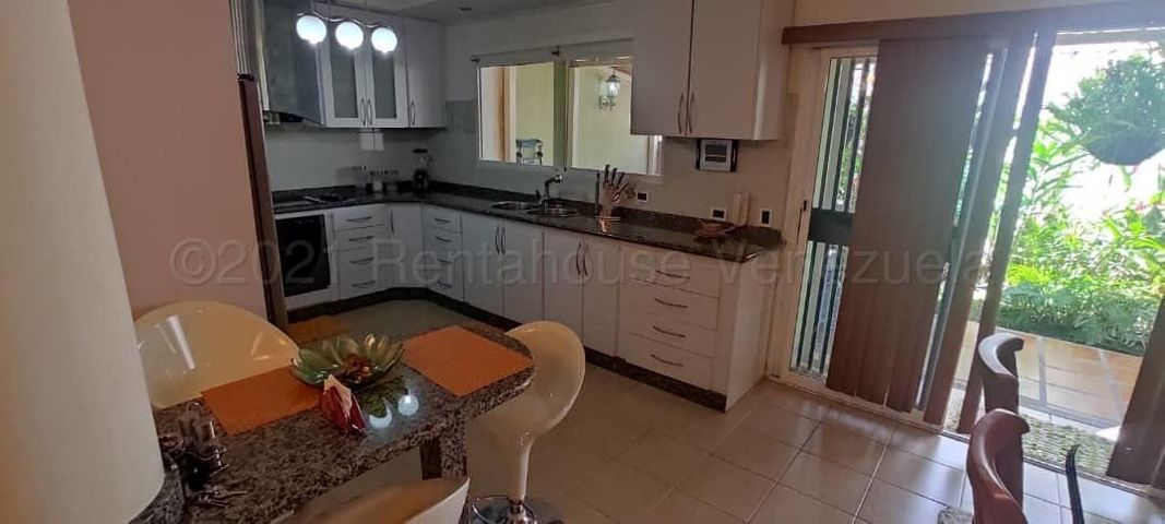 Apartamento Lara>Cabudare>La Mora - Venta:70.000 Precio Referencial - codigo: 21-18471