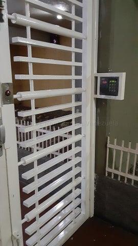 Apartamento Distrito Metropolitano>Caracas>El Paraiso - Venta:32.000 Precio Referencial - codigo: 21-18139