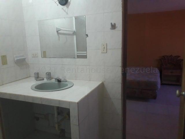 Townhouse Zulia>Maracaibo>Circunvalacion Dos - Alquiler:200 Precio Referencial - codigo: 21-18534