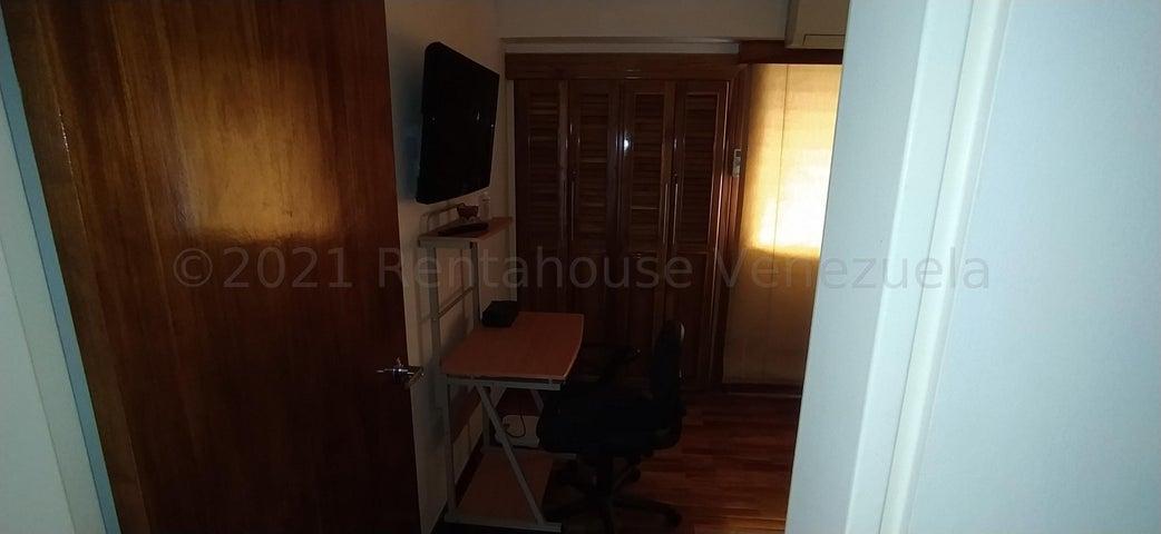 Apartamento Distrito Metropolitano>Caracas>El Rosal - Alquiler:800 Precio Referencial - codigo: 21-18202