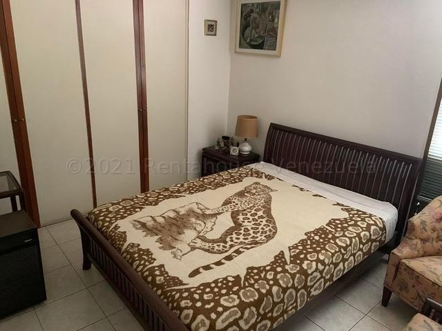 Apartamento Distrito Metropolitano>Caracas>Los Palos Grandes - Venta:195.000 Precio Referencial - codigo: 21-18209
