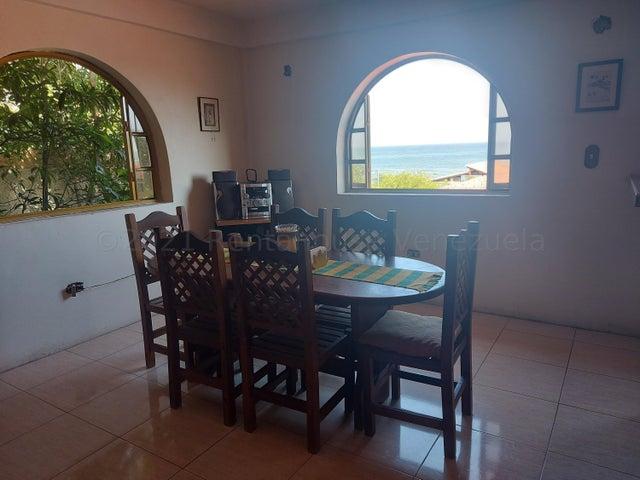 Casa Vargas>Catia La Mar>Playa Verde - Venta:45.000 Precio Referencial - codigo: 21-18310
