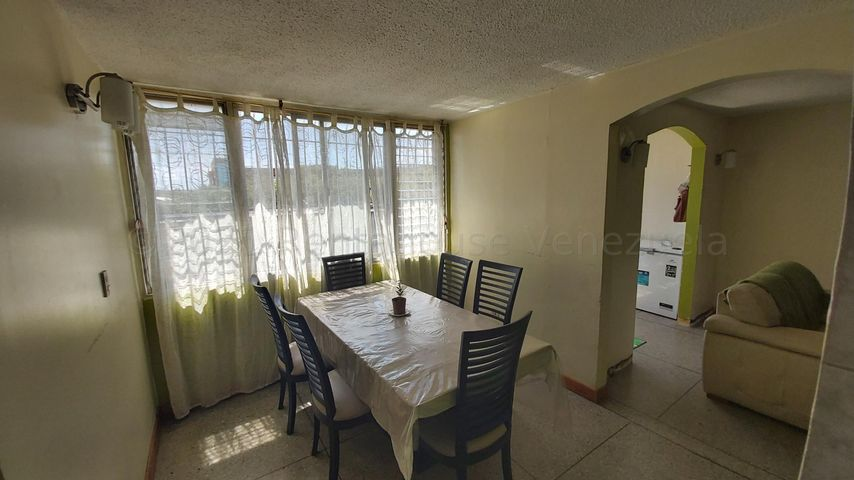 Apartamento Lara>Cabudare>La Mora - Venta:12.000 Precio Referencial - codigo: 21-19025