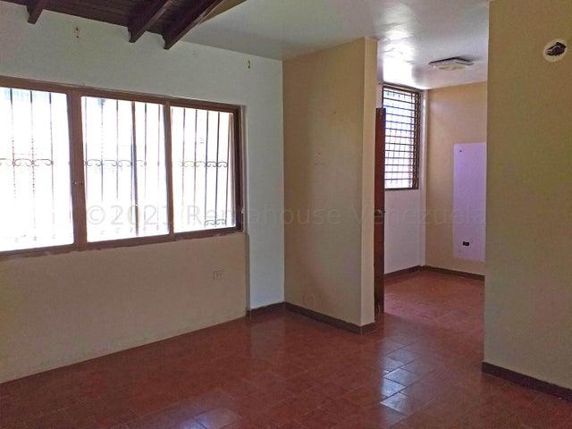 Casa Falcon>Coro>Sector San Bosco - Venta:39.000 Precio Referencial - codigo: 21-18632