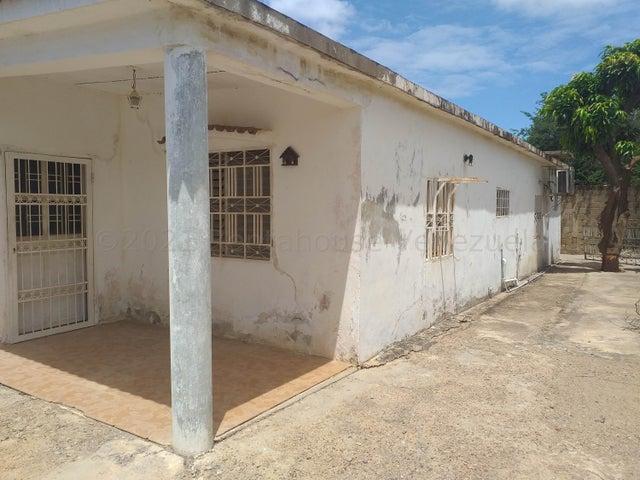 Casa Falcon>Coro>Sector San Jose - Venta:15.600 Precio Referencial - codigo: 21-18642