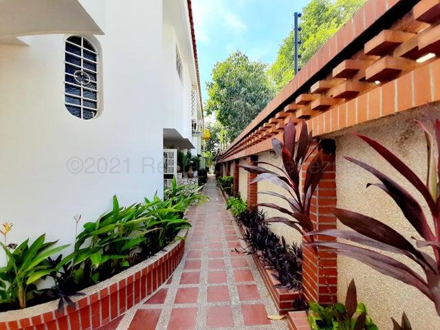 Townhouse Zulia>Maracaibo>La Lago - Venta:29.500 Precio Referencial - codigo: 21-18781