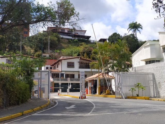 Terreno Distrito Metropolitano>Caracas>Los Naranjos del Cafetal - Venta:115.500 Precio Referencial - codigo: 21-250