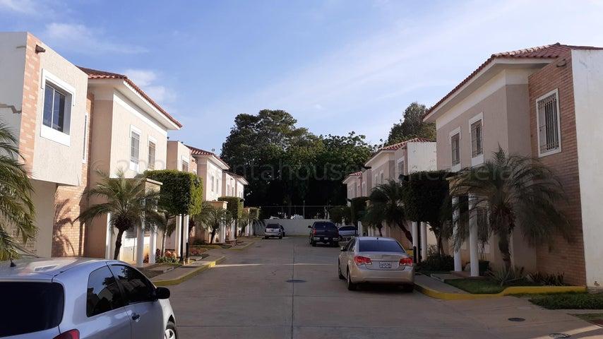 Townhouse Zulia>Maracaibo>Fuerzas Armadas - Venta:45.000 Precio Referencial - codigo: 21-18947