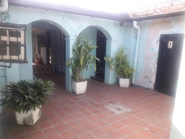 Local Comercial Falcon>Coro>Sector San Bosco - Venta:150.000 Precio Referencial - codigo: 21-19106