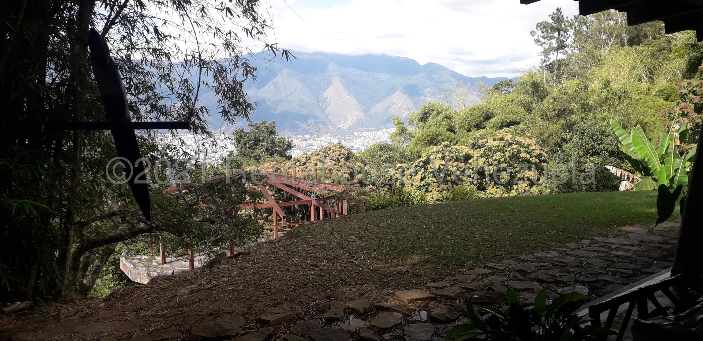 Casa Distrito Metropolitano>Caracas>Alto Hatillo - Venta:500.000 Precio Referencial - codigo: 21-19186