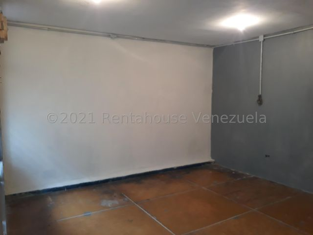 Local Comercial Lara>Cabudare>Centro - Venta:10.500 Precio Referencial - codigo: 21-19983