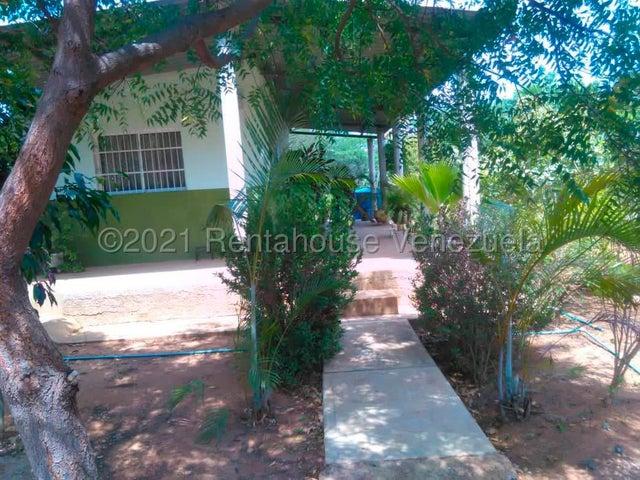Casa Falcon>Cumarebo>Centro - Venta:2.000 Precio Referencial - codigo: 21-19824
