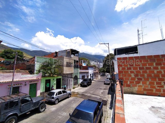 Casa Distrito Metropolitano>Caracas>La Pastora - Venta:30.000 Precio Referencial - codigo: 21-20123