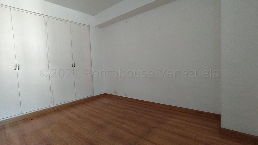 Apartamento Distrito Metropolitano>Caracas>Los Palos Grandes - Venta:60.000 Precio Referencial - codigo: 21-20218