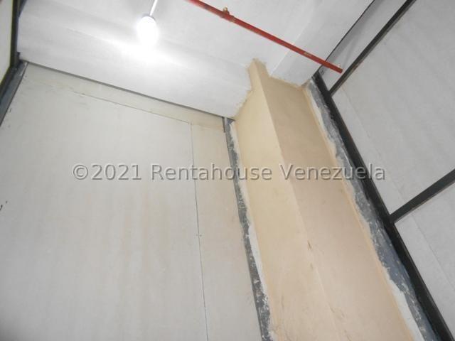 Local Comercial Aragua>Maracay>Avenida Bolivar - Venta:3.150 Precio Referencial - codigo: 21-20471