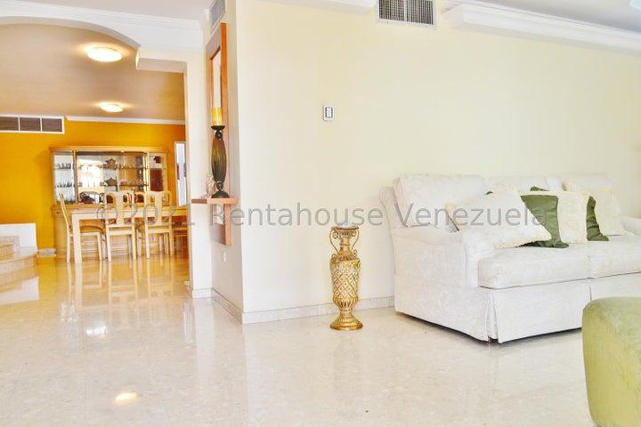 Townhouse Zulia>Maracaibo>Circunvalacion Dos - Venta:50.000 Precio Referencial - codigo: 21-14153