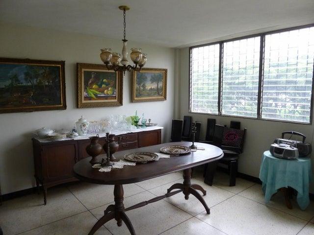 Casa Distrito Metropolitano>Caracas>El Marques - Venta:105.000 Precio Referencial - codigo: 21-20840