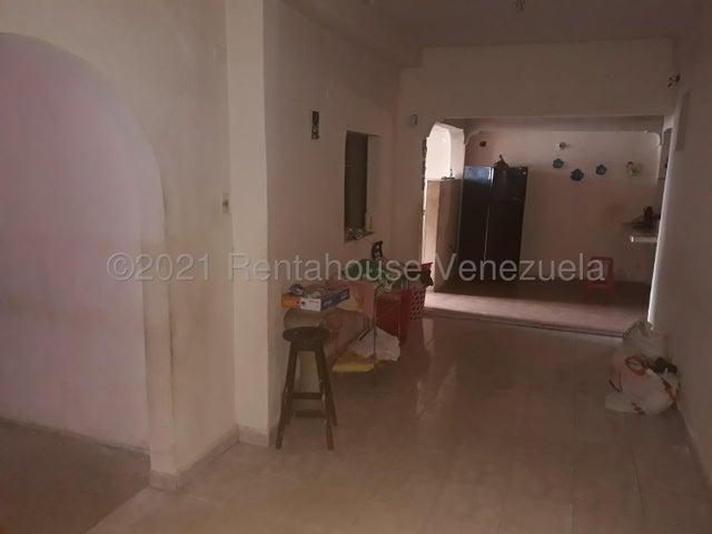 Casa Yaracuy>San Felipe>Independencia - Venta:17.000 Precio Referencial - codigo: 21-20791