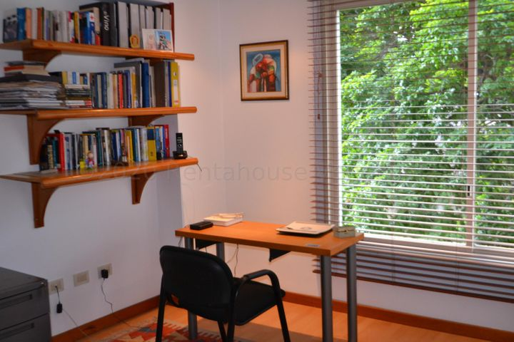 Apartamento Distrito Metropolitano>Caracas>Los Naranjos de Las Mercedes - Venta:220.000 Precio Referencial - codigo: 21-21054