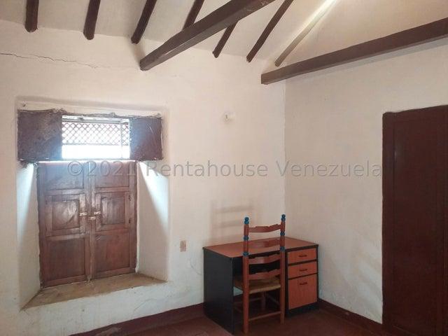 Casa Falcon>Coro>Centro - Venta:10.600 Precio Referencial - codigo: 21-21394