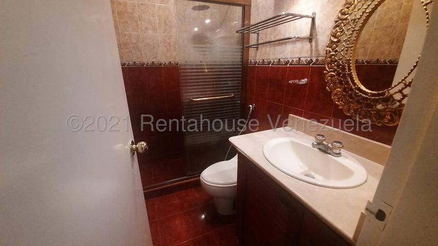 Apartamento Distrito Metropolitano>Caracas>Cumbres de Curumo - Alquiler:600 Precio Referencial - codigo: 21-21530