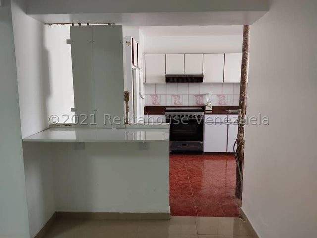 Apartamento Distrito Metropolitano>Caracas>El Marques - Venta:55.000 Precio Referencial - codigo: 21-21727