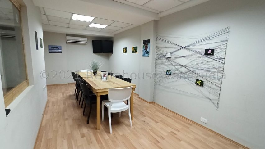 Oficina Distrito Metropolitano>Caracas>El Cafetal - Alquiler:600 Precio Referencial - codigo: 21-21731