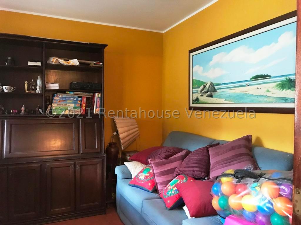 Casa Distrito Metropolitano>Caracas>Santa Paula - Venta:244.000 Precio Referencial - codigo: 21-22301